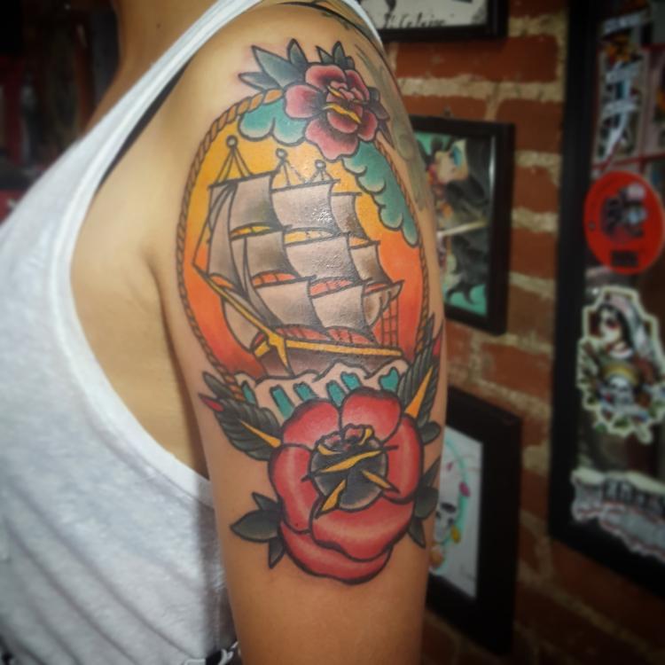 Barco tradicional tatuaje realizado por Electric tattoo