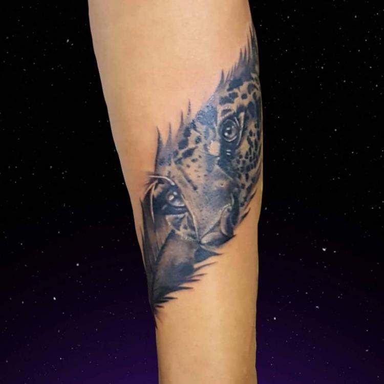 Tigre tatuaje realizado por El CHAN Tattoos
