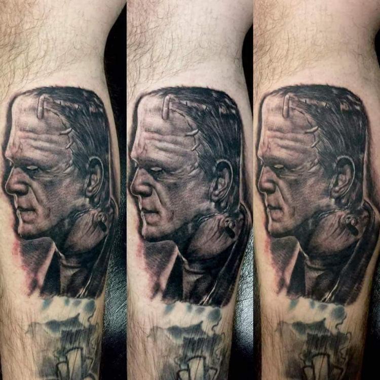 Black&grey tatuaje realizado por West