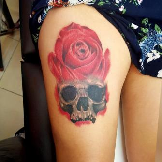 Craneo rosa  tatuaje realizado por The inkperfect tattoo shop
