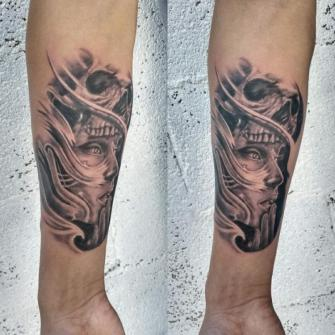 Realismo tatuaje realizado por West