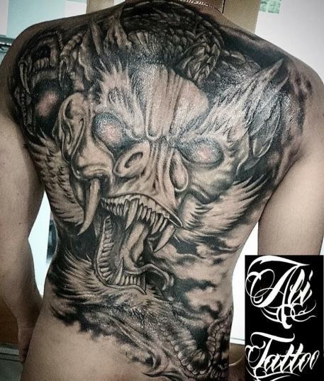 Tatuaje en espalda !!!!! tatuaje realizado por Ali Tattoo