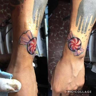 Candy tatuaje realizado por Jonathan Garcia