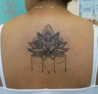loto tatuaje realizado por Jonathan Aguirre