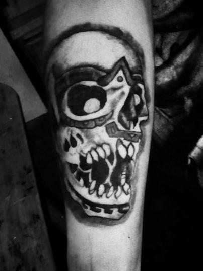 craneo tatuaje realizado por Candy Rdz