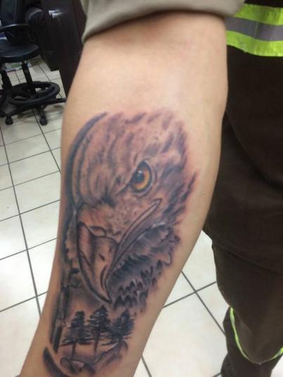 aguila tatuaje realizado por Jonathan Aguirre
