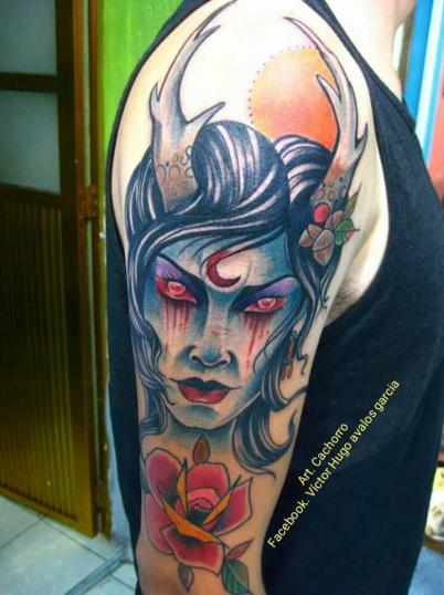 Mujer cuernos tatuaje realizado por Victor Hugo Avalos / Cachorro