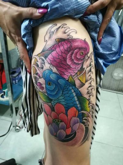 Peces tatuaje realizado por Victor Hugo Avalos / Cachorro
