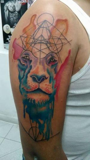 León tatuaje realizado por Rudos tatuajes