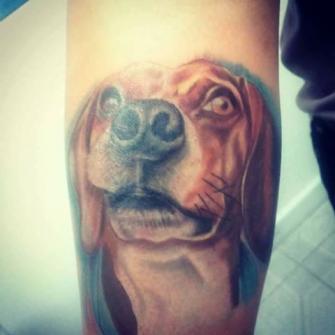 Perro tatuaje realizado por Rudos tatuajes