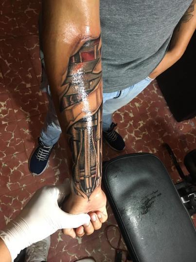 Biomecánico tatuaje realizado por Jonathan Garcia