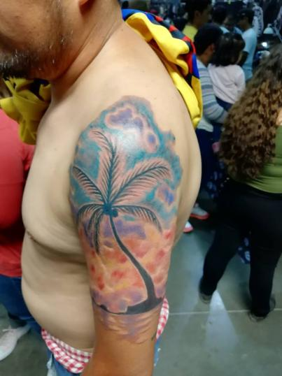 Palmera tatuaje realizado por Juliio Tatuajes