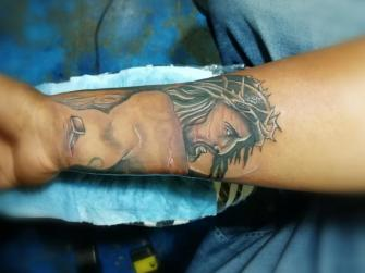 cristo tatuaje realizado por Juliio Tatuajes