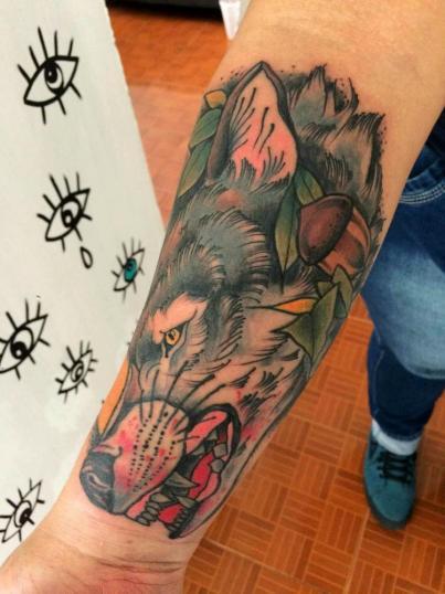 Lobo tatuaje realizado por Maneki Neko Tattoo MX
