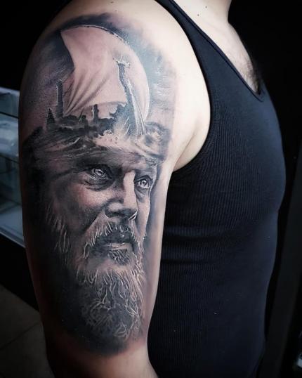 1 tatuaje realizado por Xhander Macuare