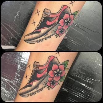 Nike air max 90 tatuaje realizado por Edgar Salazar