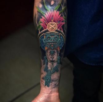 Fusión prehispánica  tatuaje realizado por Izrael VG