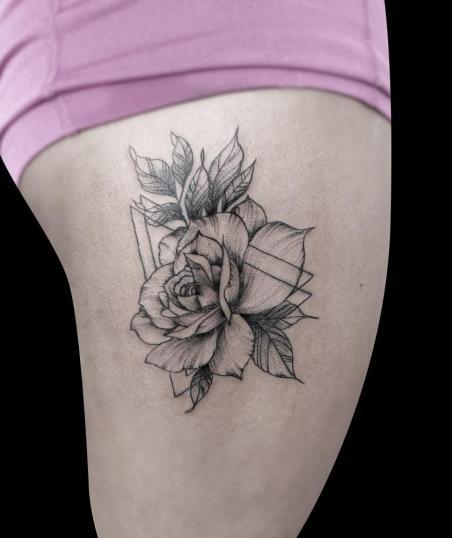 Rosa tatuaje realizado por Mario TORRES