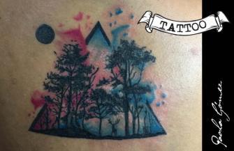 Bosque Acuarela tatuaje realizado por Paola Gómez