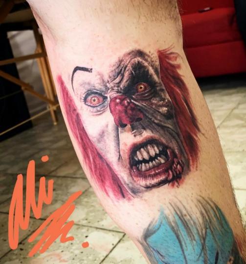 Tatuaje hecho por dentro de la pantorrilla  tatuaje realizado por Ali Tattoo