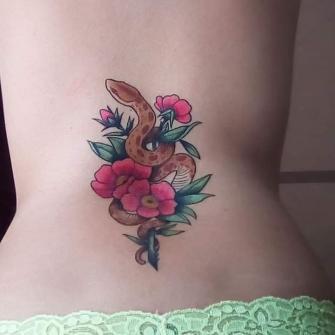 Florismo tatuaje realizado por El pinchi borre