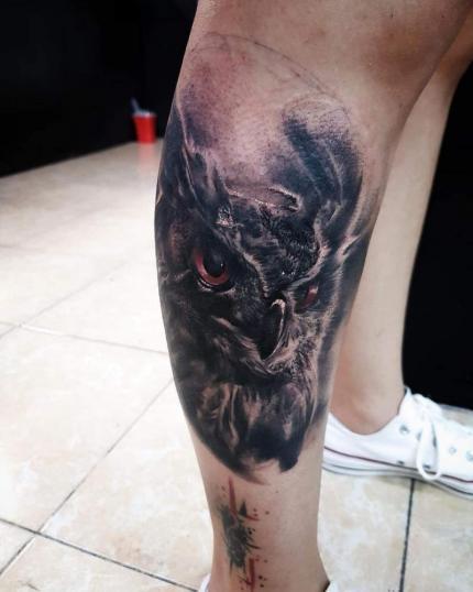 Búho tatuaje realizado por Dalí Ink