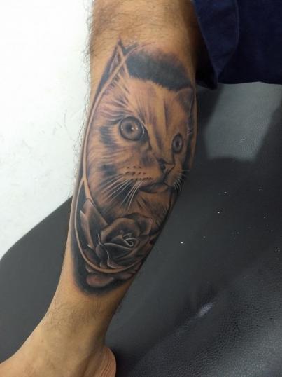 Gato  tatuaje realizado por Checko Palma Tattoo