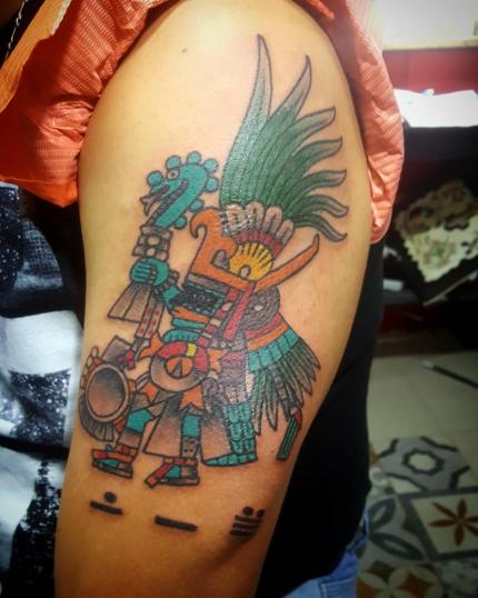 Prehispanico tatuaje realizado por Electric tattoo