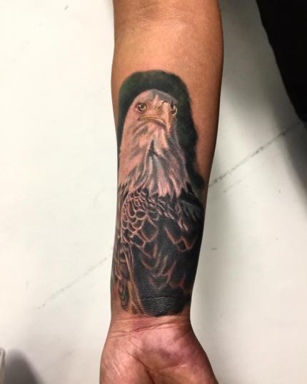 aguila calva  tatuaje realizado por Gerardo Aceves