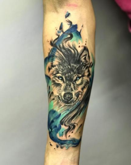 lobo acuareloso tatuaje realizado por Gerardo Aceves