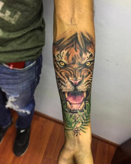tigre tatuaje realizado por Gerardo Aceves