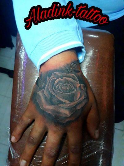 Rosa Black & gray tatuaje realizado por Blas Aladid Maya