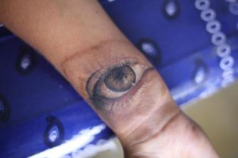 Ojo Humano tatuaje realizado por Old Gangsters Tattoo Shop