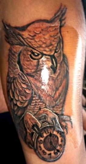 Búho tatuaje realizado por kreador one