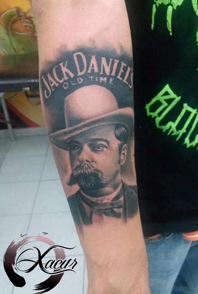 Jack Daniels  tatuaje realizado por Xacur Tattooist
