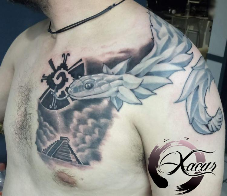 Quetzalcoatl  tatuaje realizado por Xacur Tattooist