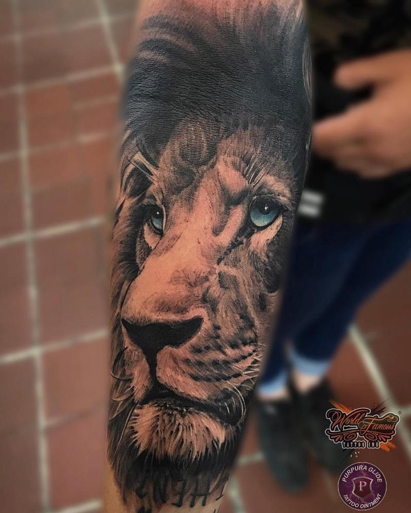 León tatuaje realizado por Gil Perez