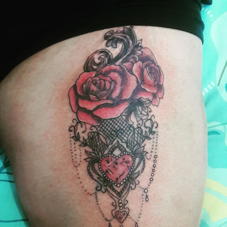 Rosas tatuaje realizado por TattoDanny