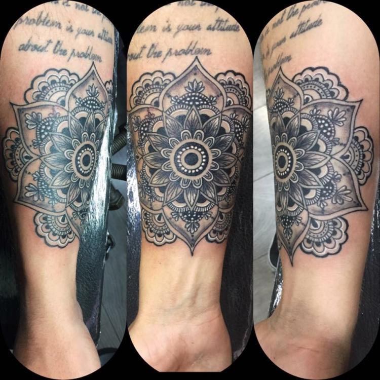 mandala tatuaje realizado por Rene pacheco