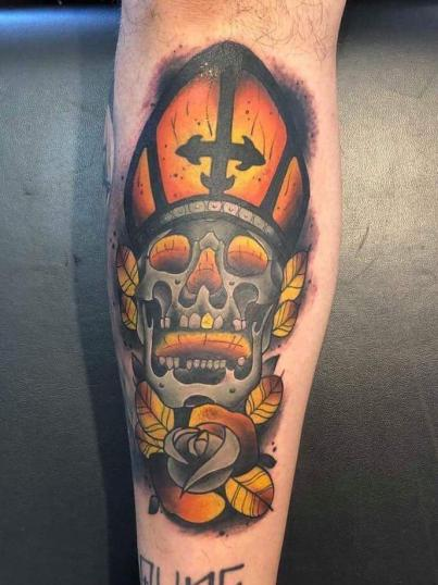 Cráneo tatuaje realizado por Alejandro Hernández (Piolink)