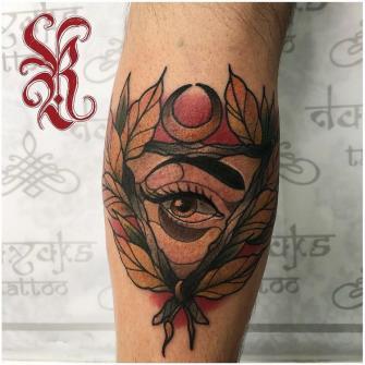Ojo  tatuaje realizado por Rolando Castillejos