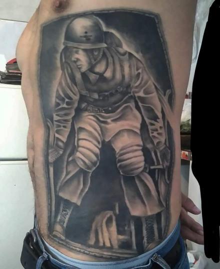 soldado paracaidista tatuaje realizado por Rene pacheco