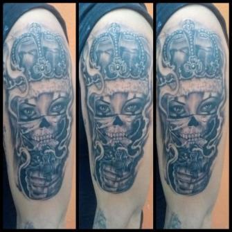 Payasa estilo chicano  tatuaje realizado por West