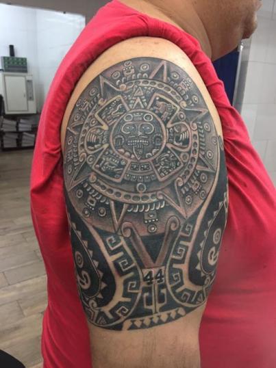 prehispanico tatuaje realizado por Rene pacheco