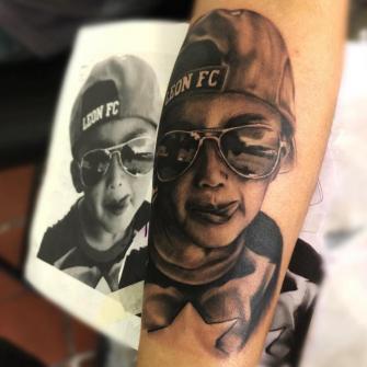 Retrato niño tatuaje realizado por Gil Perez