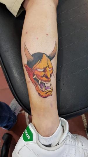 demonio a color tatuaje realizado por Rodrigo Guzmán (Tokie Roy)