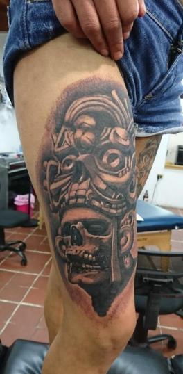 craneo tatuaje realizado por Paulino Vergara (Mono)