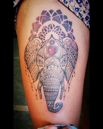 Ganesha en la pierna tatuaje realizado por Toño Ramirez (Core)