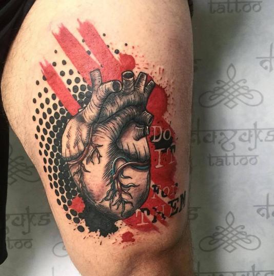 Corazon tatuaje realizado por Rolando Castillejos