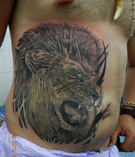 leon tatuaje realizado por Rene pacheco